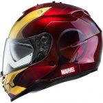 Il casco è obbligatorio anche su uno scooter